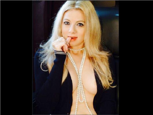 Straight 25 years cam model Hailey00 Female Blonde hair Slender body speak English